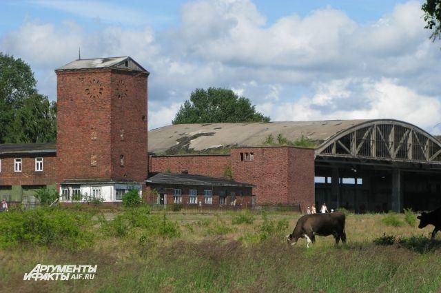 На Балтийской косе много заброшенных сооружений, построенных еще до Великой Отечественной войны.