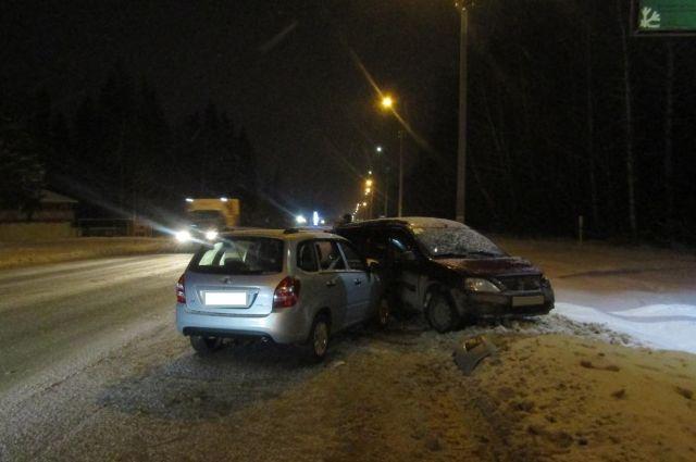 63-летний водитель автомобиля «Лада-Ларгус» совершил столкновение с автомобилями «Лексус» и «Лада-Калина».