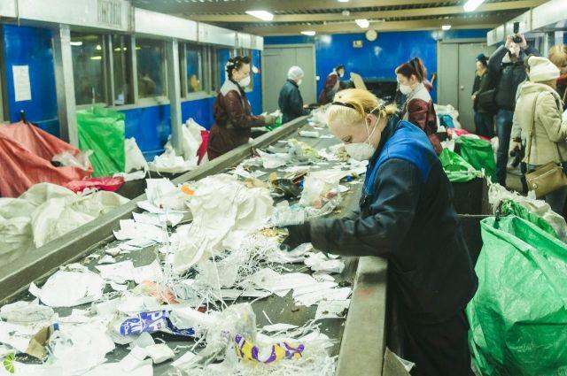 Мусора на переработку пошло бы больше, если бы горожане не игнорировали раздельный сбор отходов.