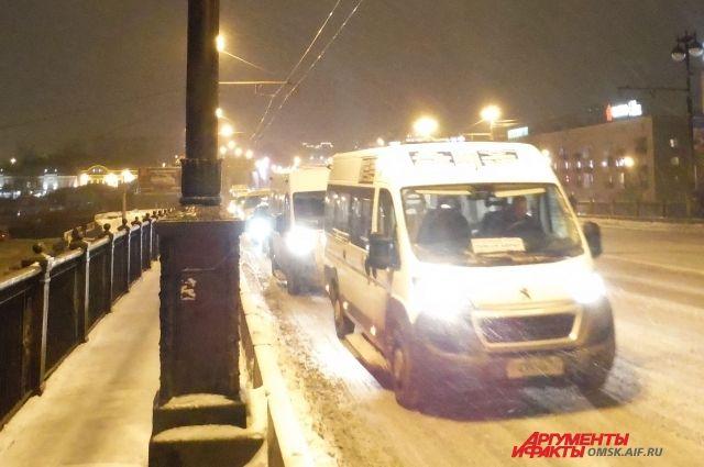 Закрытие моста в центре Омска меняет схему движения транспорта