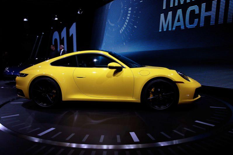 Новый Porsche 911 Carrera 4S.