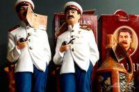 Сталин плюшевый, деревянный, на фляге - все варианты сувениров, которые только могут приглянуться посетителям музея.