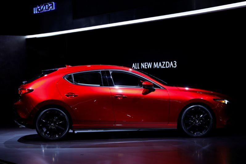 Новая Mazda 3.