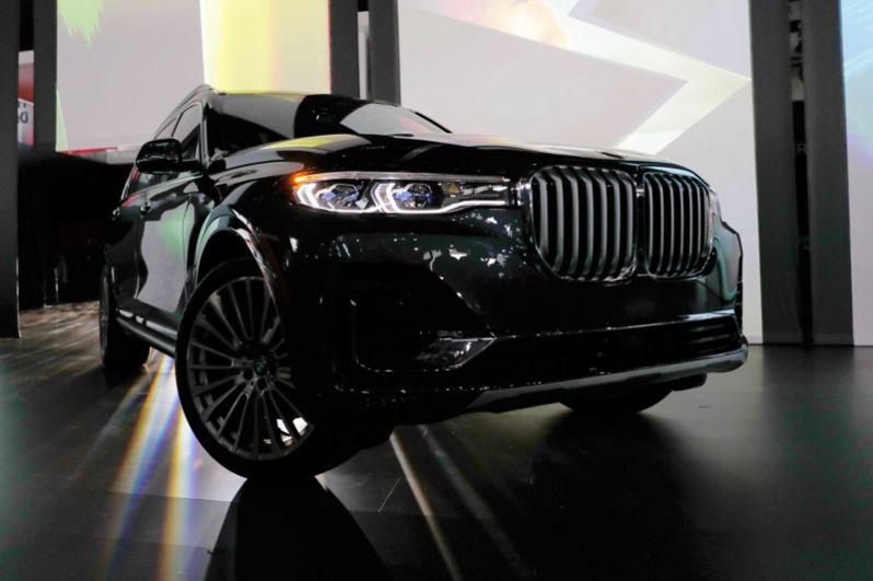 Кроссовер BMW X7.