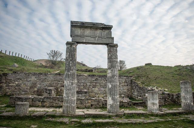 Руины античного города Пантикапея на вершине горы Митридат в Керчи.