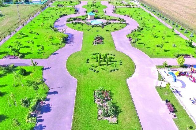 На этом месте раньше был пустырь. Сегодня парковая зона - любимое место отдыха.