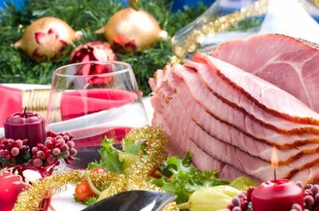 Новогодний стол: когда выгодно купить мясо к зимним праздникам