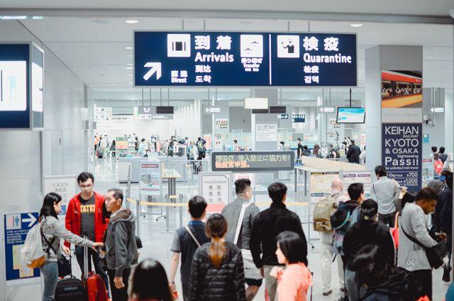В японском аэропорту Кансай в Осаке начала работать система распознавания лиц пассажиров. В ближайшее время подобную систему внедрят большинство аэропортов по всему миру.