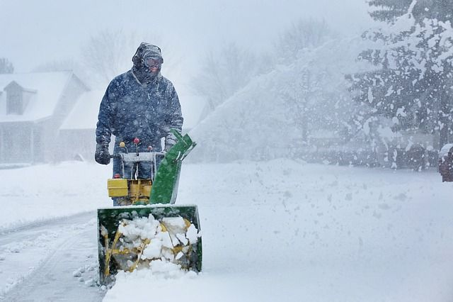 В ночь на 30 ноября в Кузбассе разыгралась снежная буря, поднялся сильный ветер.
