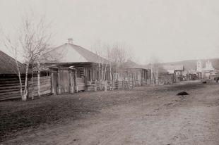 В начале XX века так выглядели дом Дмитриева, в котором останавливался писатель, и улица Достоевского.