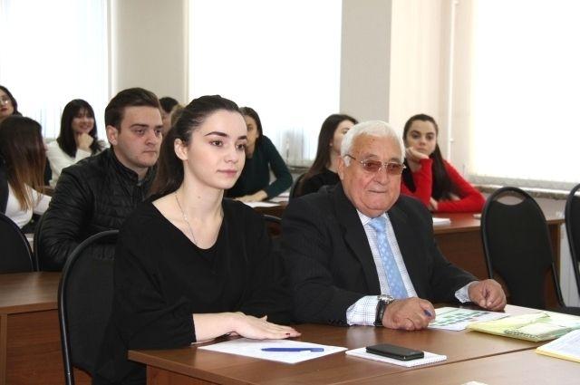 Валерий Мухтарович - один из самых прилежных студентов.