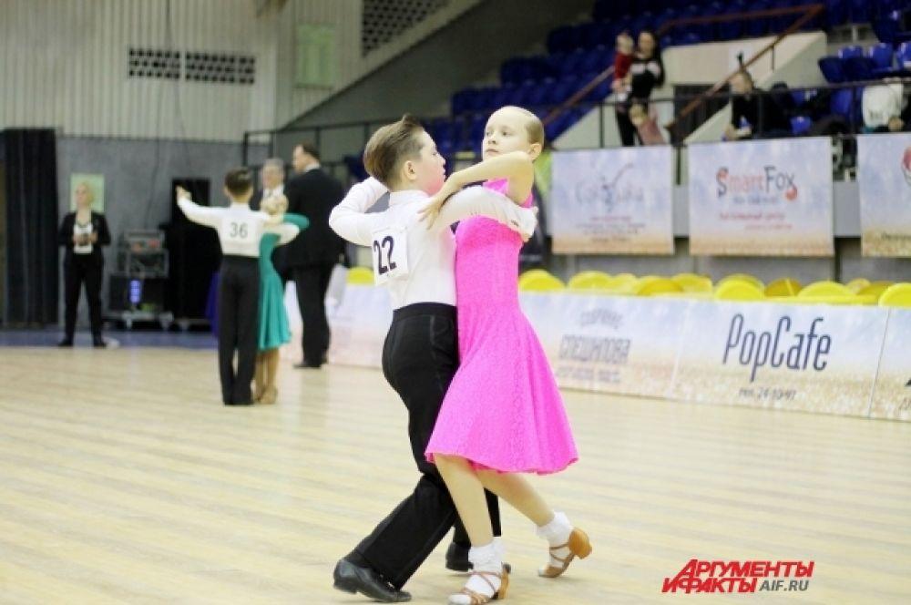 Для участия в соревнованиях приехали пары из разных уголков страны.