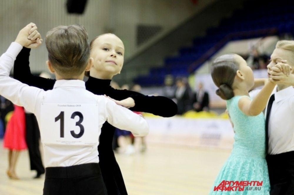Танцевальный турнир «Голубой Байкал» давно стал визитной карточкой Приангарья. В 2018 году в качестве судей были приглашены лучшие педагоги мира и России.