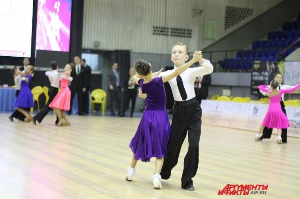 Юбилейный международный турнир по танцевальному спорту «Голубой Байкал» посвящен памяти Владислава Инкижекова.