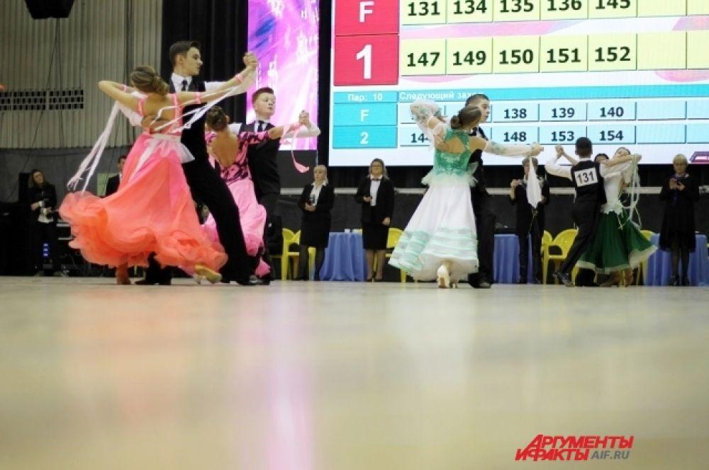 В Иркутске также выступил дуэт чемпионов в европейской программе Екатерины Казмирчук и Игоря Круглова.