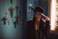 Michelle Andradе:  о чем новый яркий клип Hasta La Vista