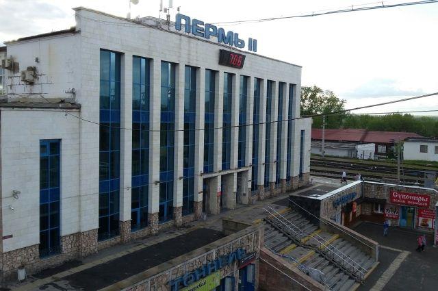 Строения находятся недалеко от здания вокзала Пермь-II.