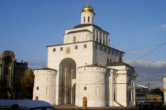 На памятнике ЮНЕСКО, владимирских Золотых воротах, обнаружили трещины.