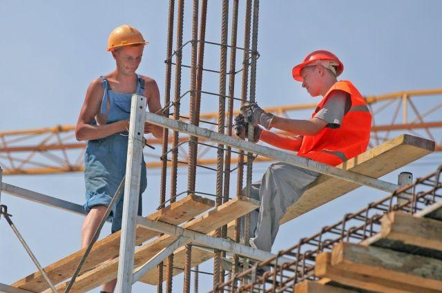 Строительство школы и стадиона завершается в Заводоуковске
