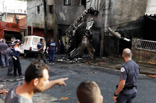 ВБразилии самолет рухнул нажилые дома— есть жертвы