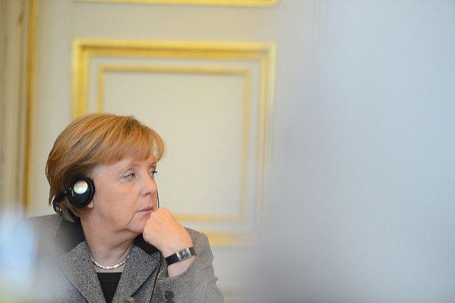 Попутчик сфотографировал Меркель в самолете по пути в Буэнос-Айрес