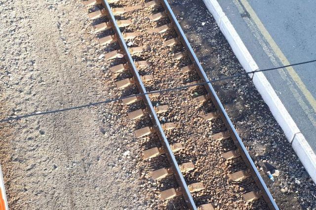 Возле Тюменской области произошел сход грузового поезда с рельсов