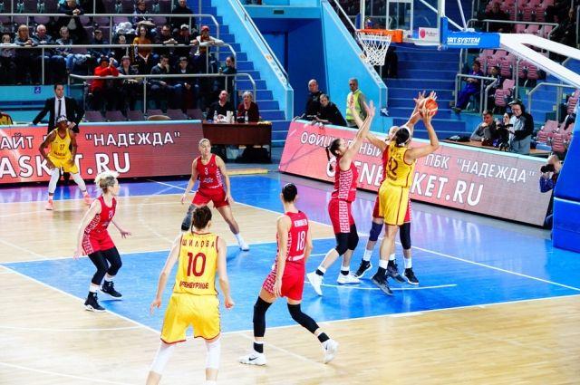Оренбургская «Надежда» в напряженно борьбе победила «МБА»
