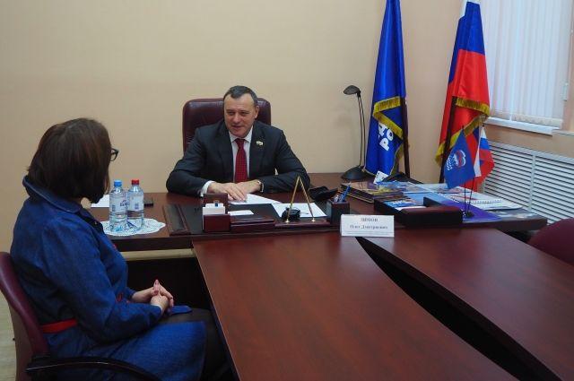 Встречу с гражданами  провел лидер единороссов Оренбуржья, вице-спикер областного парламента Олег Димов.