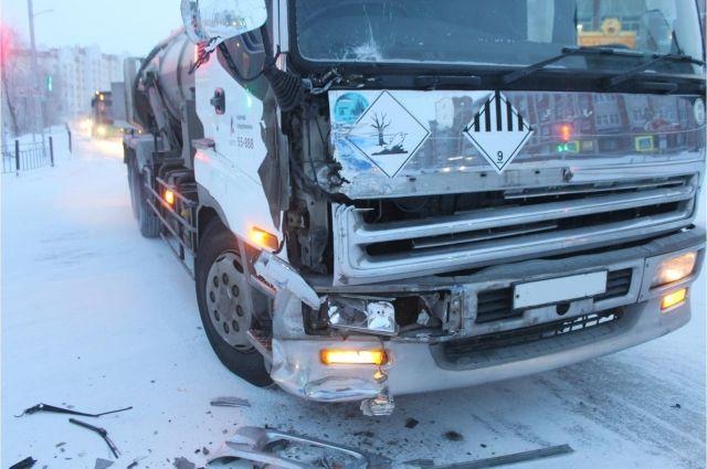 Пассажирка такси погибла в ДТП с грузовиком в Новосибирске