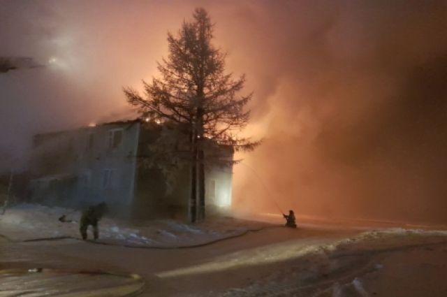 В Новом Уренгое 10 семей из сгоревшего дома получили новое жилье