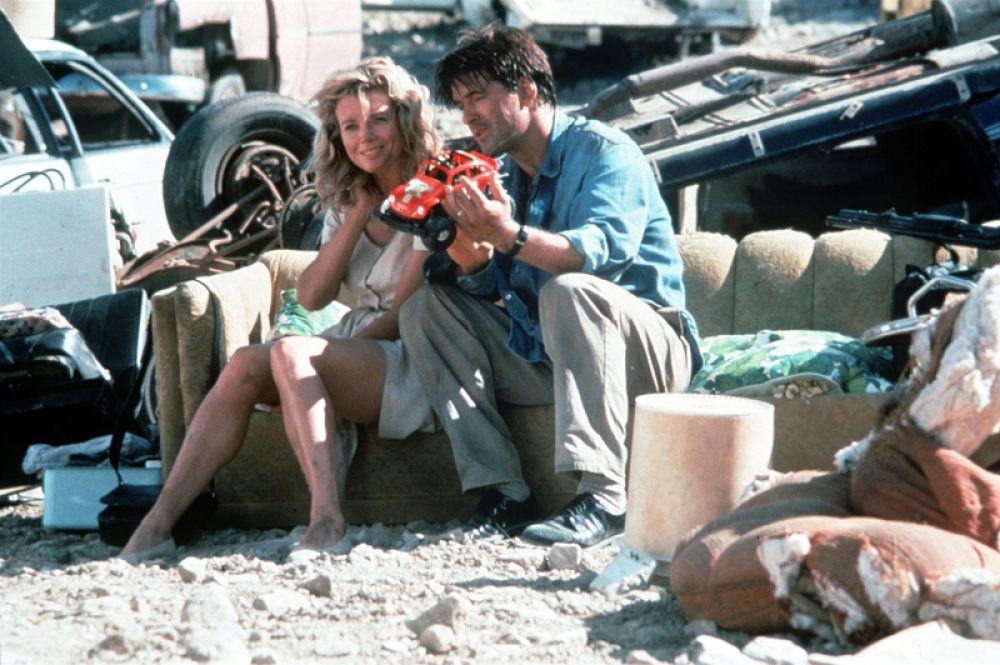 В боевике «Побег» (1994) Ким Бейсингер и Алек Болдуин сыграли семейную пару профессиональных грабителей.