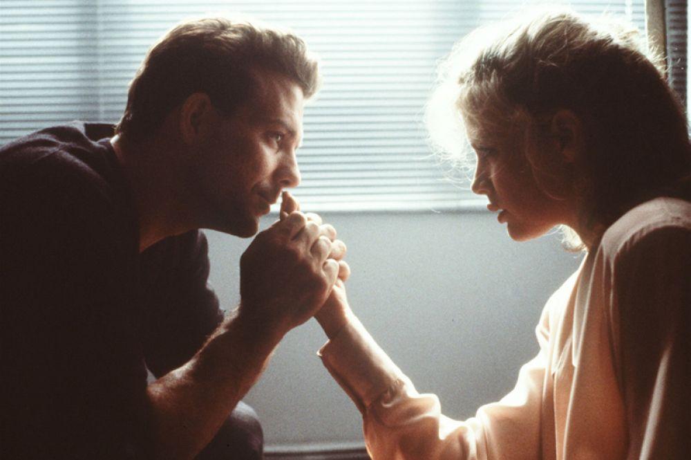 Успешным для актрисы оказался фильм «Девять с половиной недель» (1986).