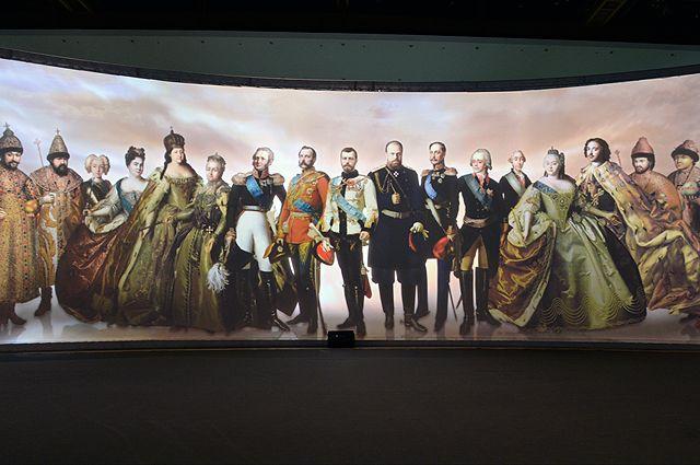 Групповой портрет династии Романовых на интерактивной выставке «Православная Русь. Романовы».