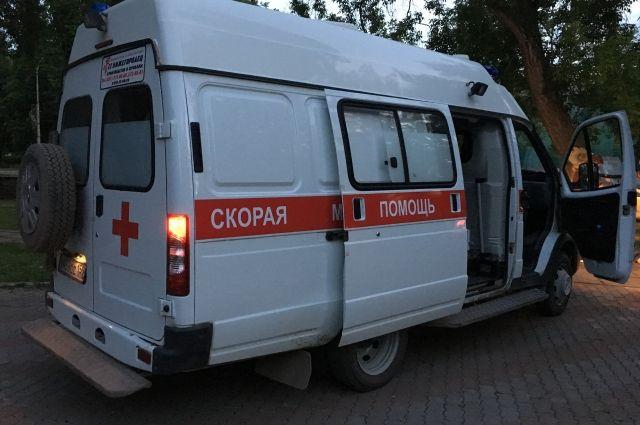 На месте страшной аварии в центре Перми работают сотрудники полиции, МЧС и скорой помощи.