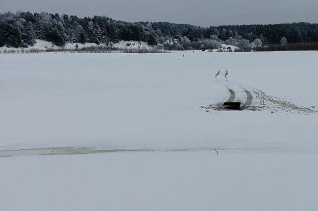 В Омской области УАЗ с пассажирами провалился под лёд – водитель не найден