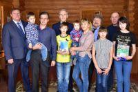 Многодетная семья из Тюменской области получила подарок от фракции «Единая Россия»
