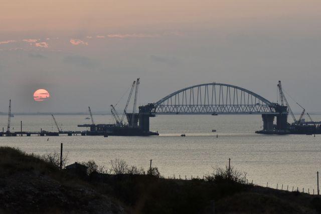 Киев признал, что РФ не препятствует движению судов в Керченском проливе