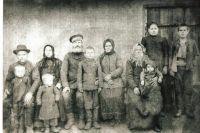 Сергей Великий со своей семьёй. Село Сергеевка, Оконешниковский район