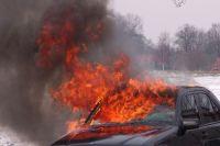 В Лабытнанги тушили автомобиль Renault Logan