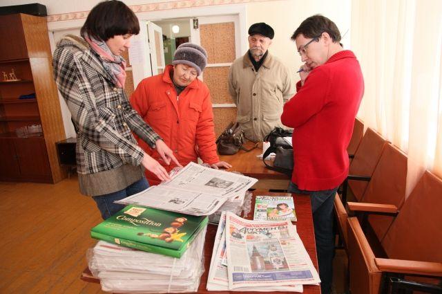 """Журналисты """"АиФ"""" проводят встречи с читателями Челябинской и Курганской областей на """"народных приемных""""."""