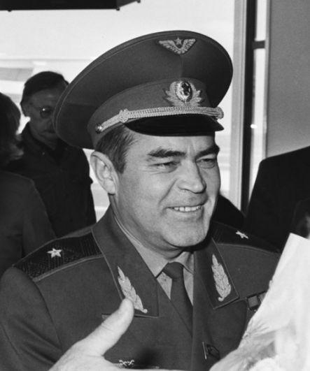 Чебоксары — летчик Андриян Николаев.