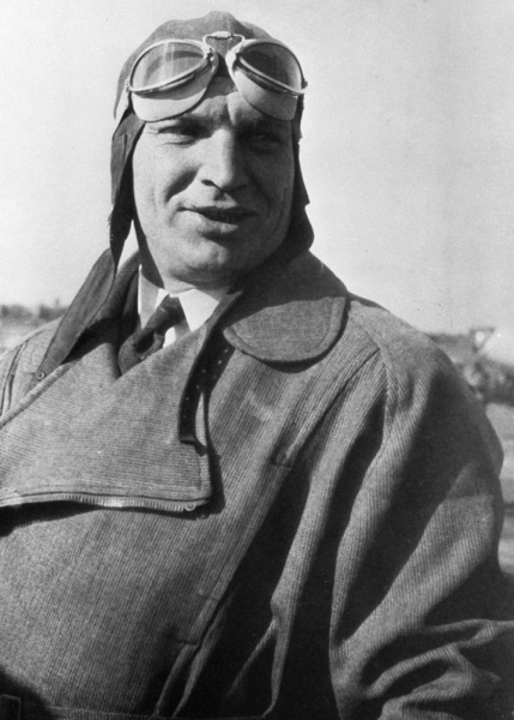 Нижний Новгород — летчик Валерий Чкалов.