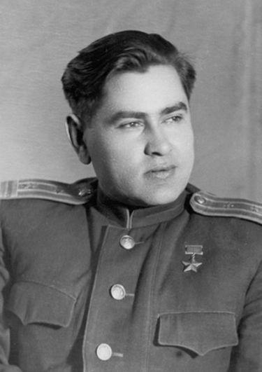 Волгоград — летчик Алексей Маресьев.