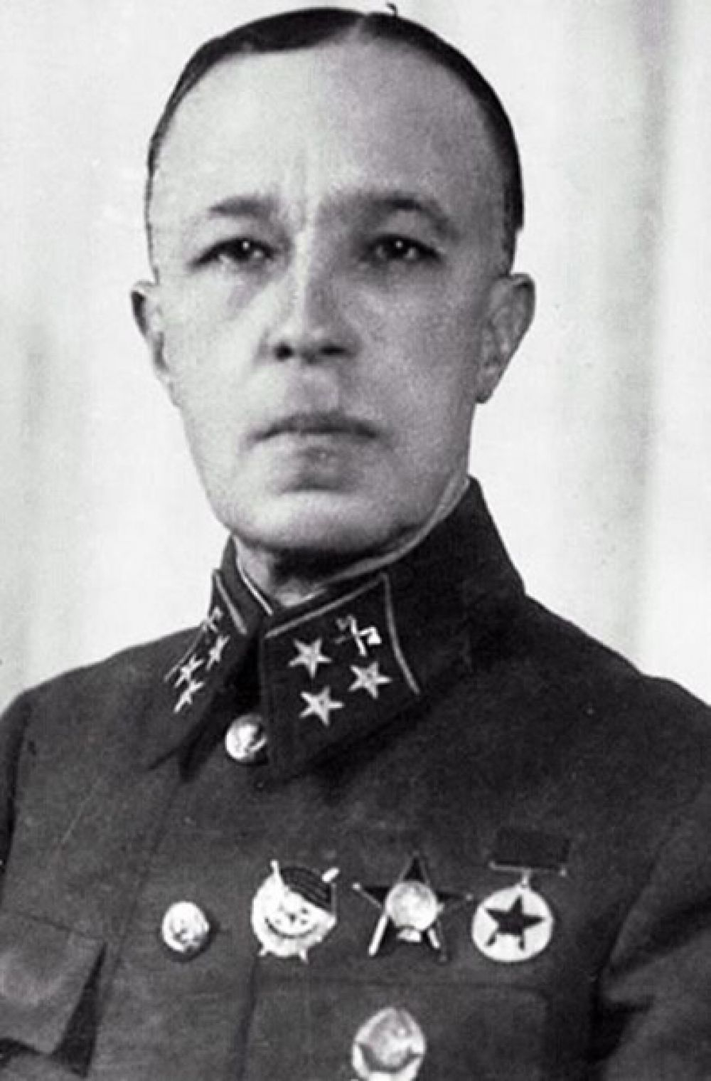 Омск — генерал-лейтенант инженерных войск Дмитрий Карбышев.
