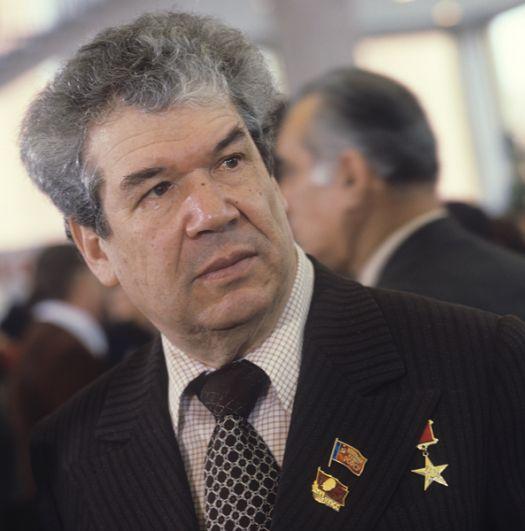 Уфа — народный поэт Мустай Карим.