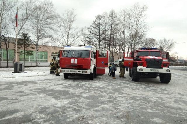 В школе №47 города Хабаровска прошло пожарно-тактическое учение.