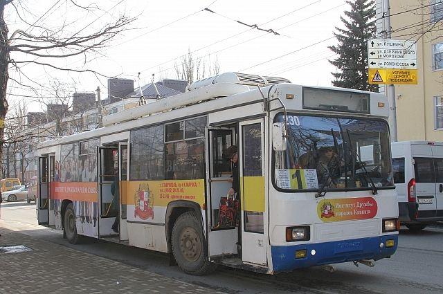 1 января по две единицы муниципального транспорта будет работать на автобусных и троллейбусных маршрутах.