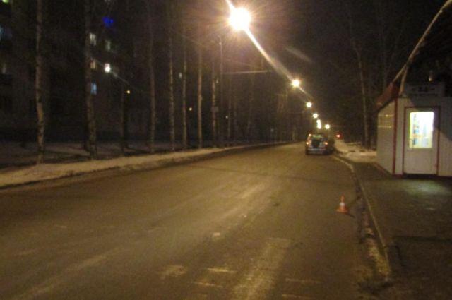 Женщина переходила дорогу по нерегулируемому пешеходному переходу.