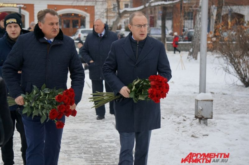 Почтить память погибших пришли глава Перми Дмитрий Самойлов и председатель гордумы Юрий Уткин.