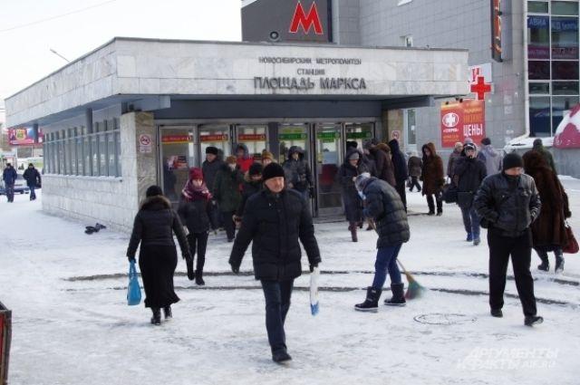 Замерзшим новосибирцам перекрыли вход в метро